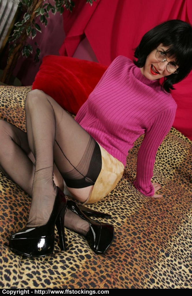 pink4p04 666x1024 Very high heels and the swingers club