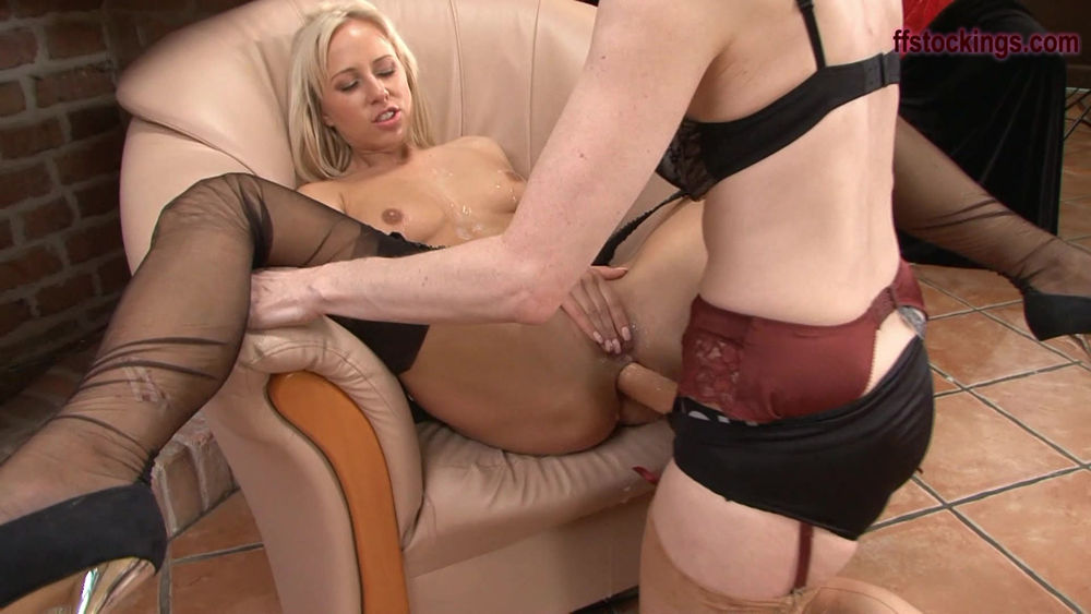 Mature strap on squirting
