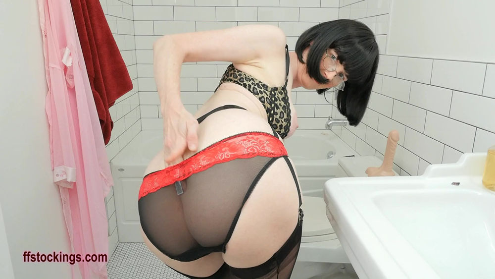 full33 Panty Changing And Peeing