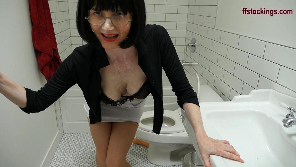 full111 Cum Covered Toilet Tramp