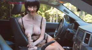 roadside peeing car slut julia_0020